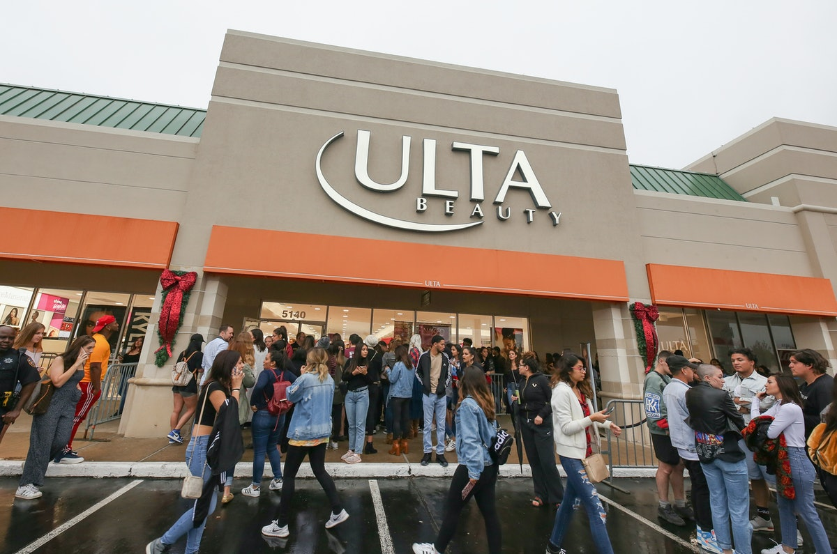 Ulta's Presidents' Day Sale 2019 Means You Can Score A HUGE Bag Of Free Beauty Products