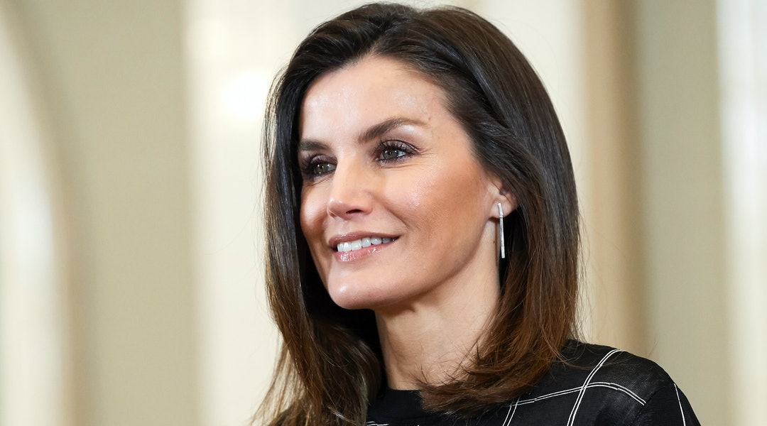 Queen Letizia s Black Striped Dress Is Proof That Recycling Outfits Is Easy 4c053533f