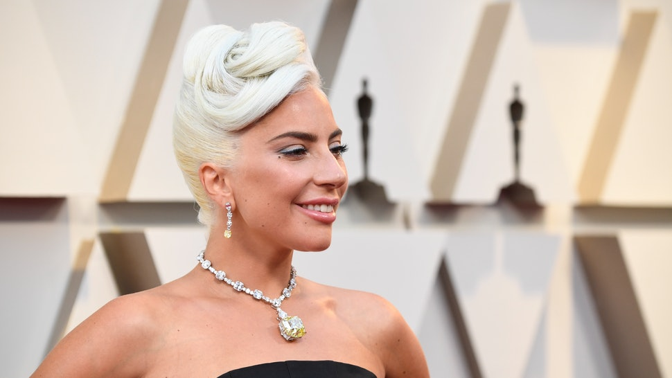 7a376dd7b6b0 Lady Gaga s  30 Million 2019 Oscars Necklace Looks Exactly Like The One  From  How To Lose A Guy In 10 Days