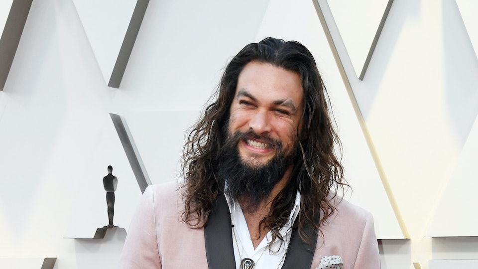 Jason Momoa S Reaction To Those Shirtless Girl Scout Cookie Boxes
