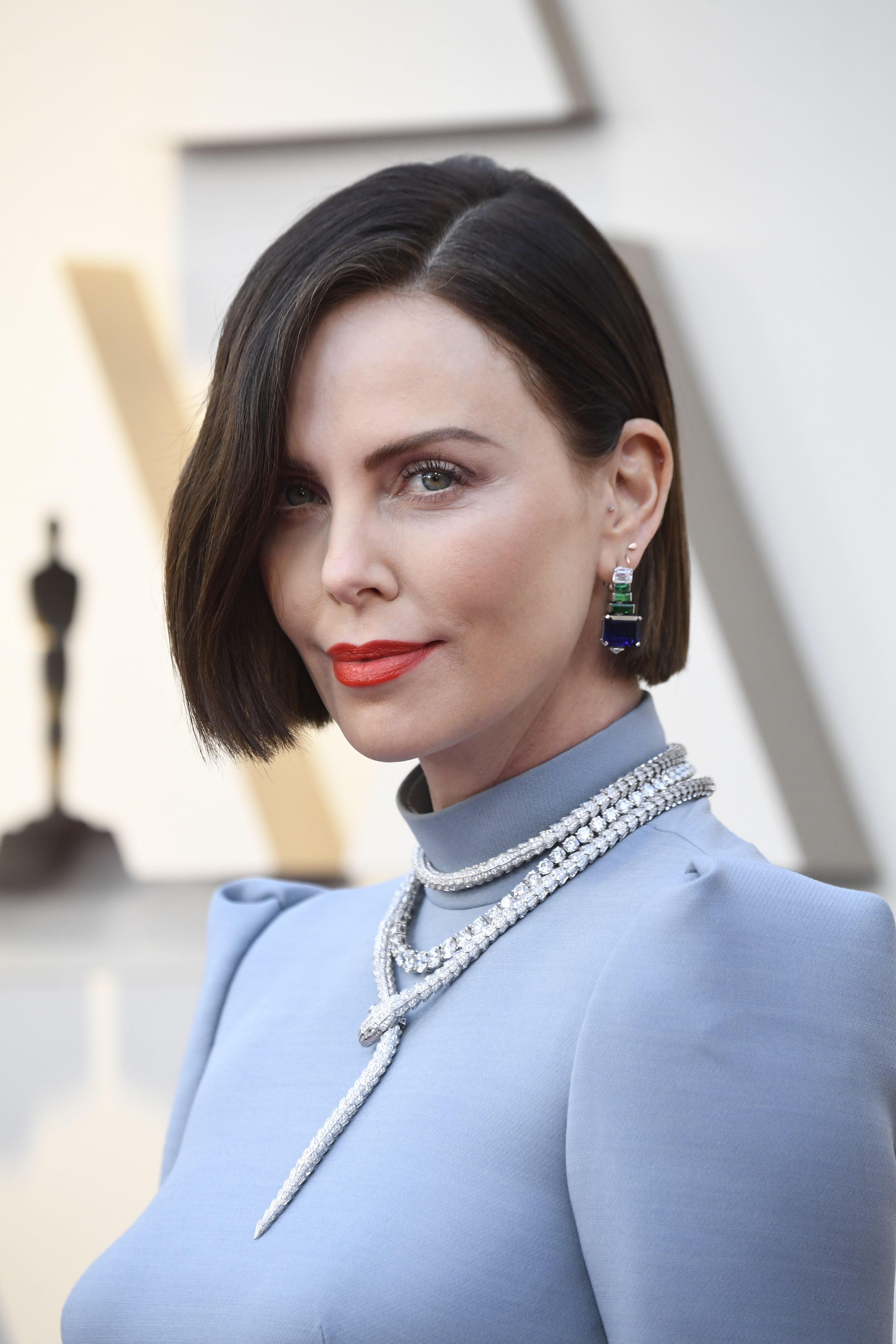 Charlize Theron S Brown Hair At The 2019 Oscars Is One Of Her Boldest Looks Yet