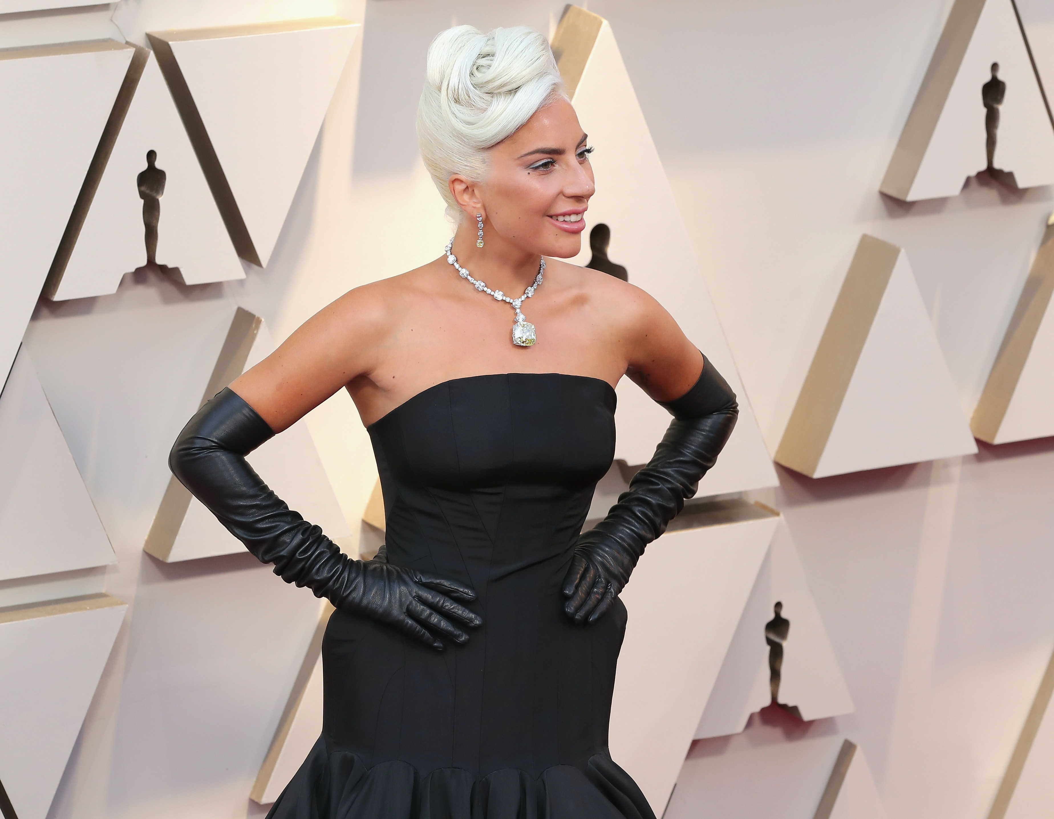 9f9aa6b5f Lady Gaga's $30 Million 2019 Oscars Necklace Looks Exactly Like The One  From 'How To Lose A Guy In 10 Days'