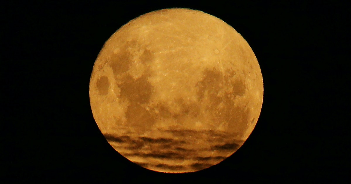 7 Meditations To Help You Remain Zen During The March Full Moon