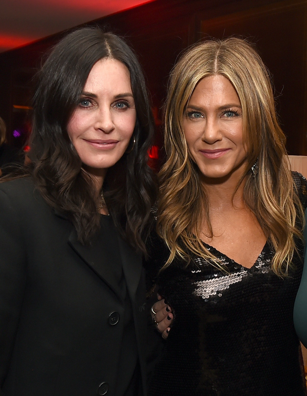 Jennifer Aniston Helped Courteney Cox With *That* 'Friends' Apartment Building Video In The Sweetest Way — VIDEO