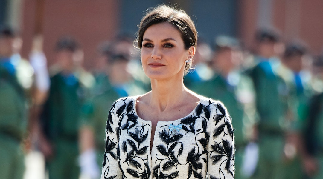 c966c696690f2 Queen Letizia's Orange Top & Pants Are Still In Stock At Zara (But Not For  Long)