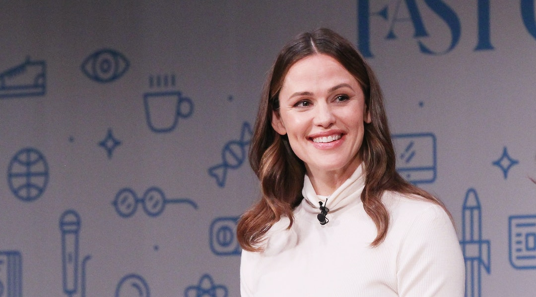 7696e2f0bfd8f5 Jennifer Garner's Gray Turtleneck Deserves A Spot In Your Sweater Lineup
