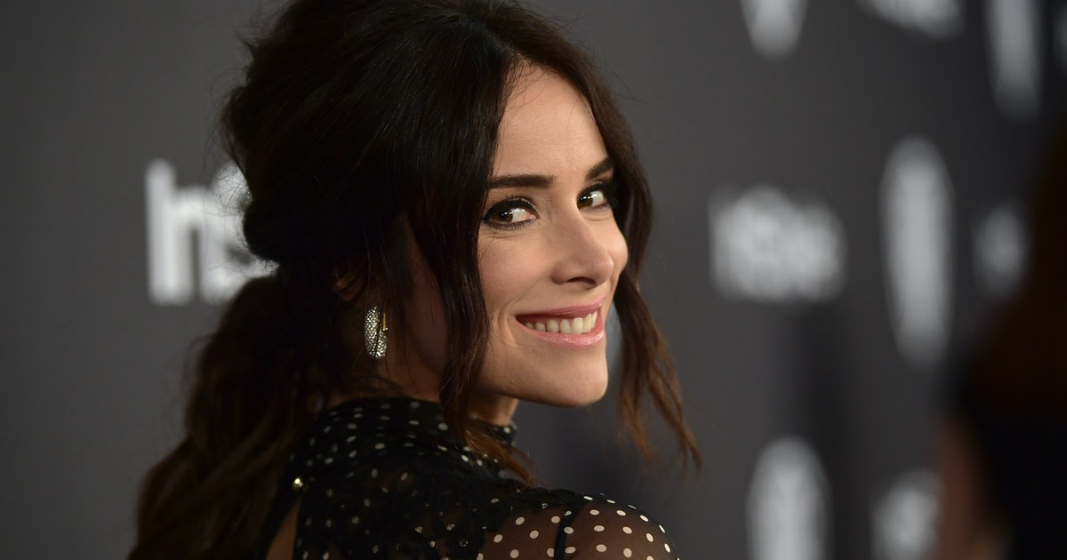Abigail Spencer Announced Her 'Grey's Anatomy' Return With An Stunning Selfie Back In Her Scrubs — PHOTO