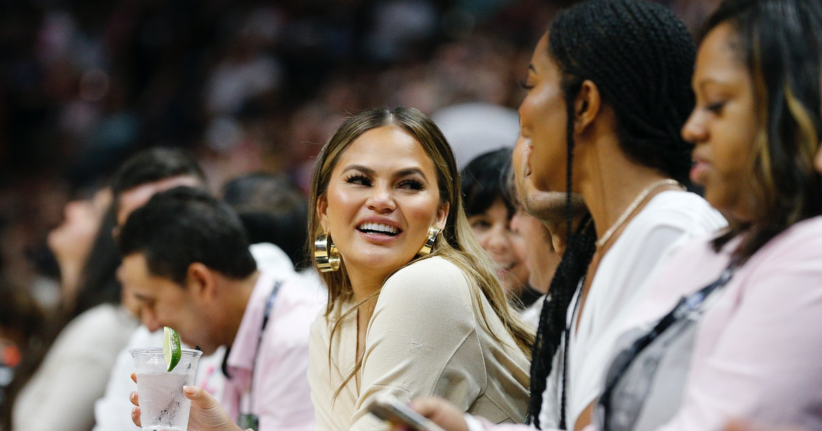 Chrissy Teigen's Advice For Democratic Women In The House Is So On Brand