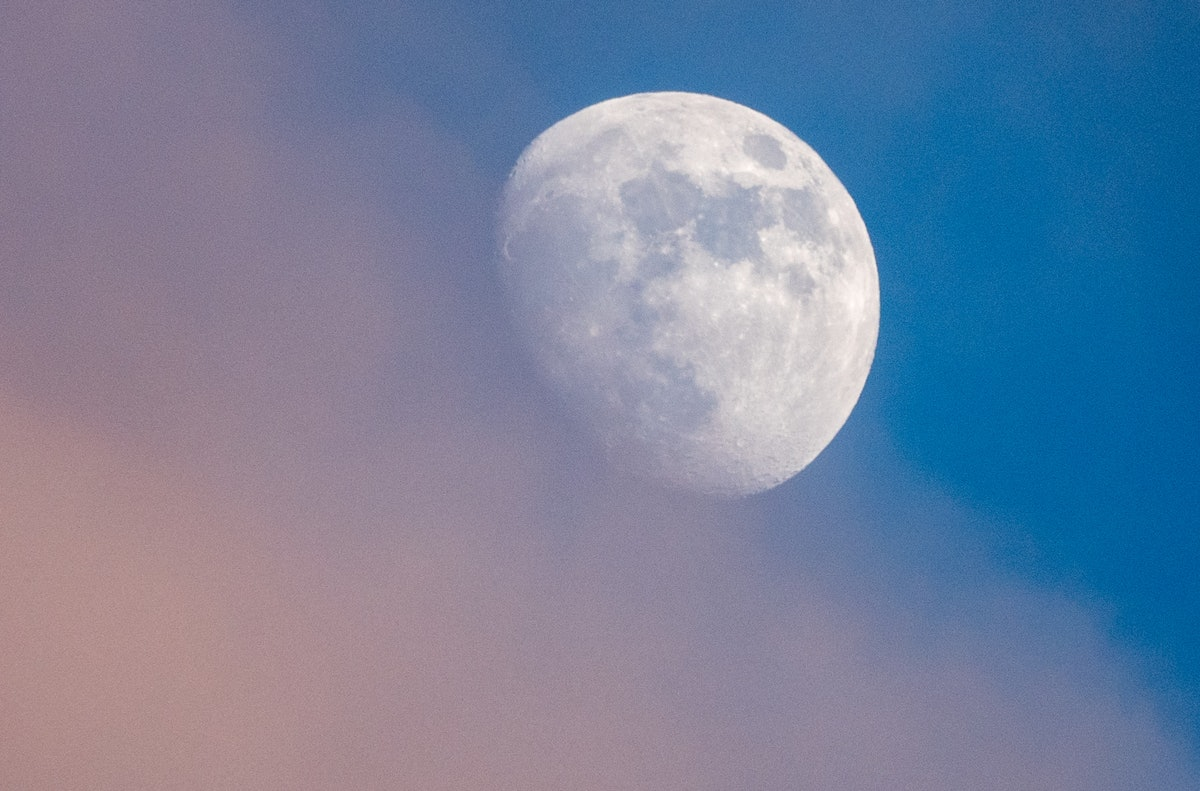4 Zodiac Signs The April 2019 Full Moon Will Affect The Most
