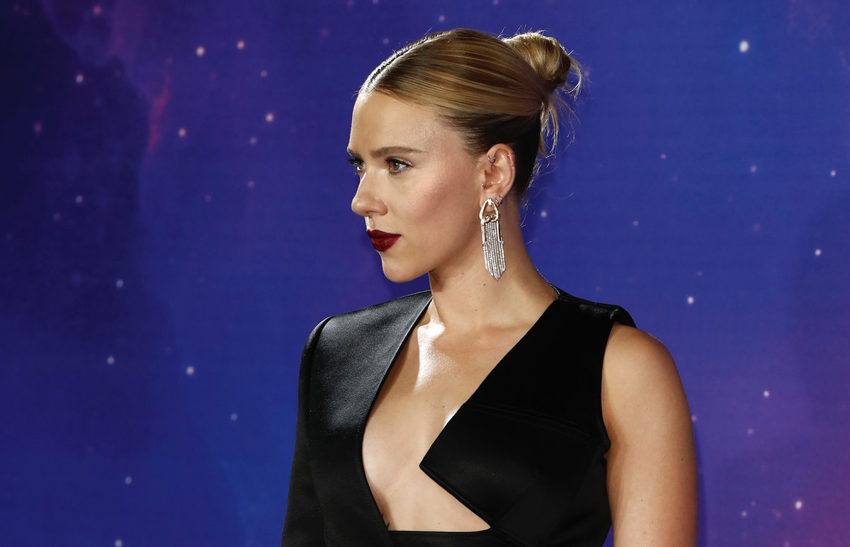 Scarlett Johansson's Checked Shirt Is An Elevated Take On The Crop Top
