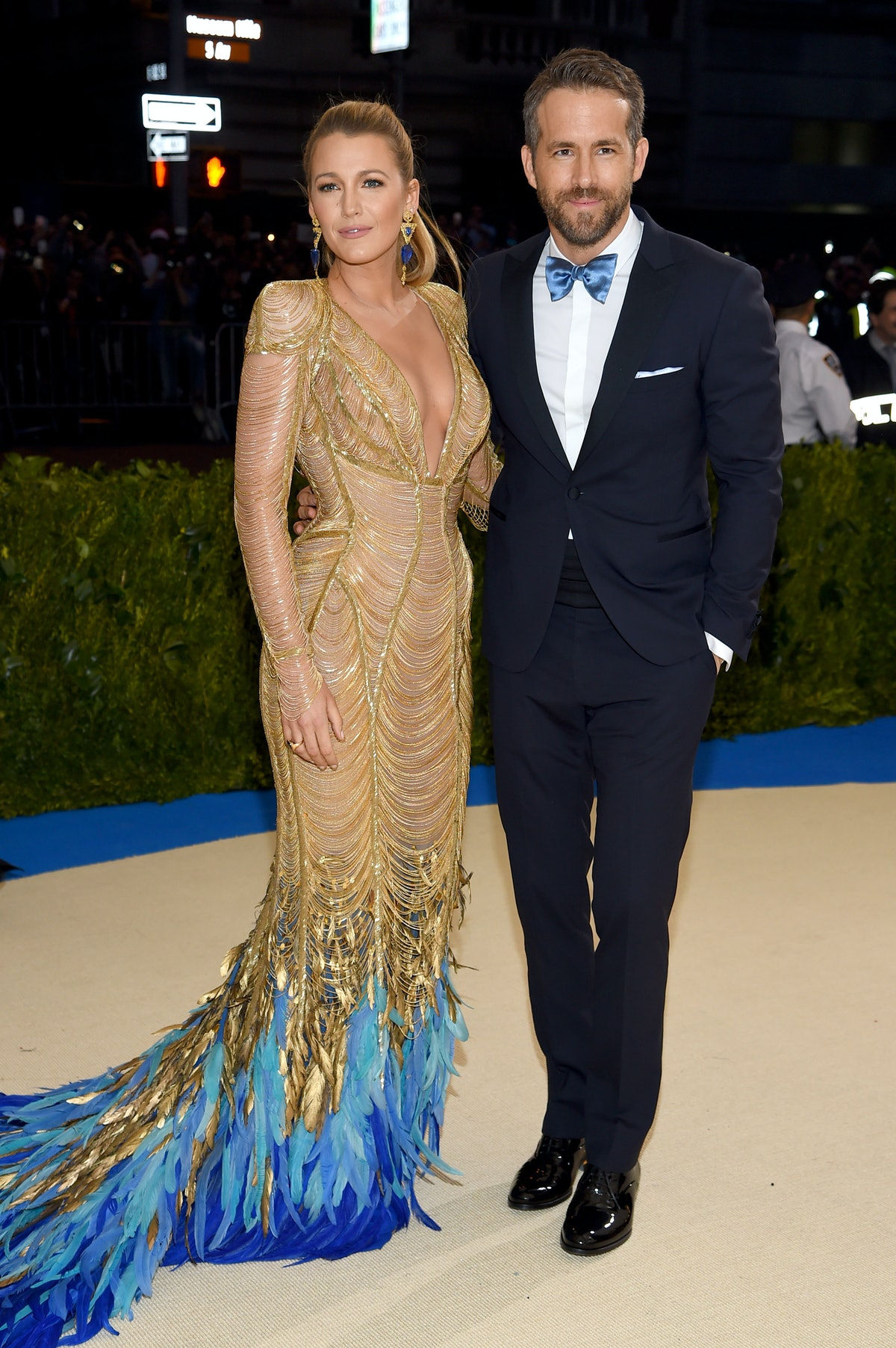 Blake Lively & Ryan Reynolds' Photos All Have This 1 Body Language Clue In Common & Here's Why