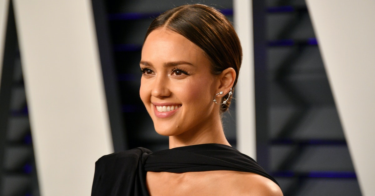 Jessica Alba's Black Headband Takes Any Outfit To New Heights — Here's Why