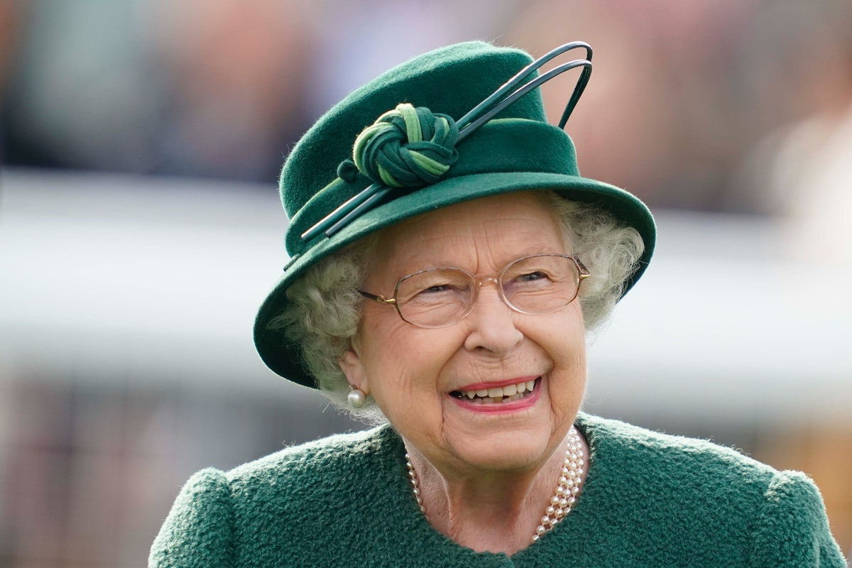 Can You Work For The Royal Family? The Queen Is Hiring & Here Are All The Details