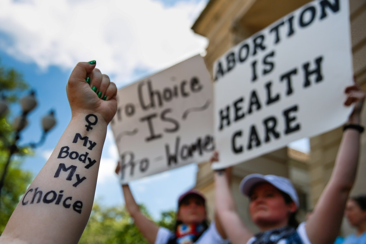 Abortion Ban News Can Be Triggering & Here's How People Are Coping