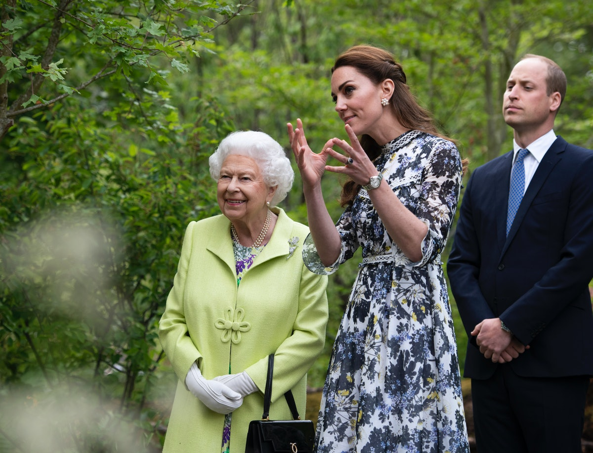 Kate Middleton & The Queen's Pastel Outfits At The Royal Garden Party Were So Ideal For Spring