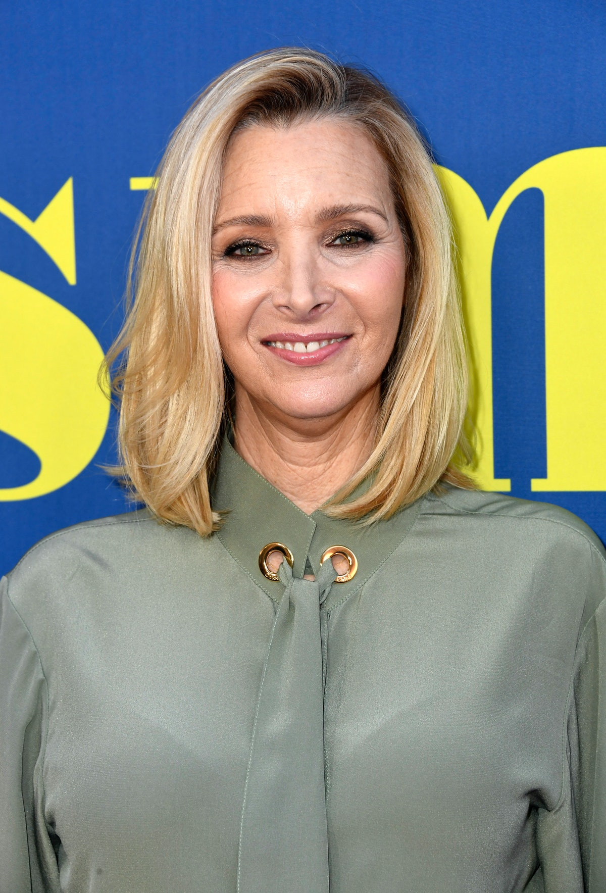 Lisa Kudrow Opened Up About Body Image Struggles While Filming 'Friends' & How She Feels Now
