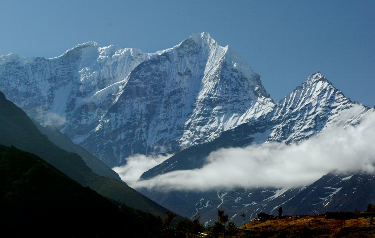 Deaths On Mount Everest Continue As Overcrowding Creates Dangerous Conditions