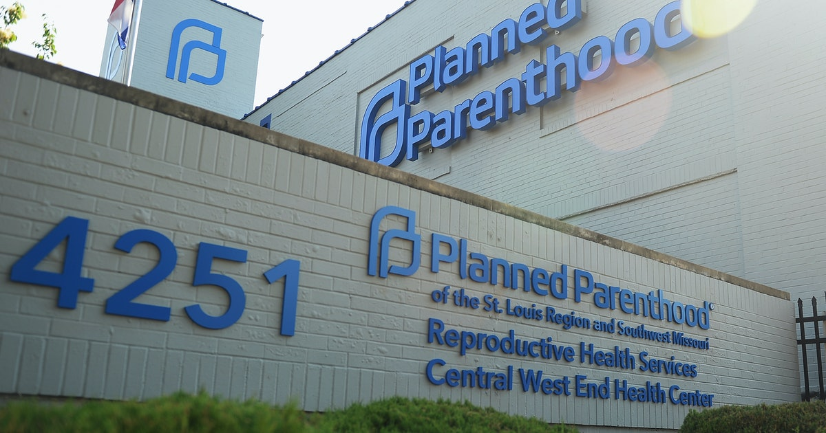 """Planned Parenthood Defies Missouri Pelvic Exam Rule That Doctors Say Is """"Unethical"""""""
