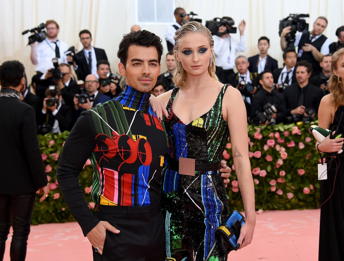 This 2019 Met Gala Selfie Includes Sophie Turner, Joe Jonas & So Many Of Your Other Fave Celebs — PHOTO