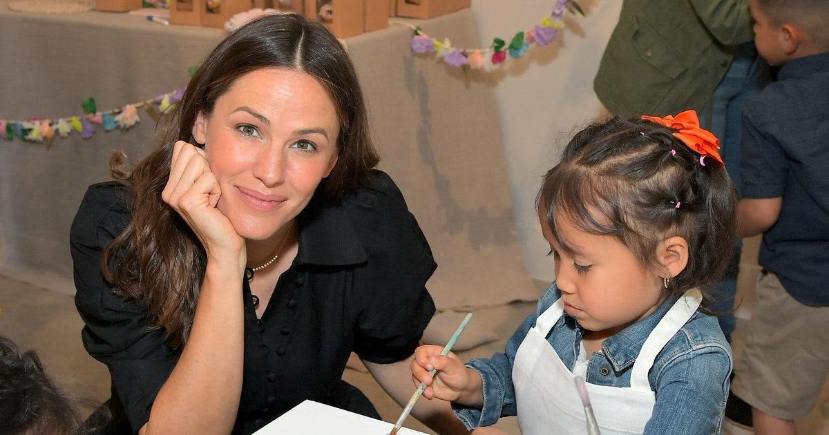 """Jennifer Garner Opened Up About The """"Beauty Of Kids"""" After Visiting Migrant Shelters & It's Emotional"""