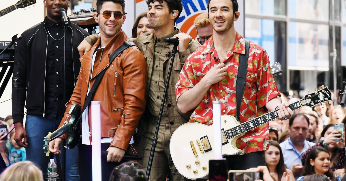 The Jonas Brothers' Reaction To Their Album Hitting No. 1 Showed How Much They Appreciate Their Fans — VIDEO