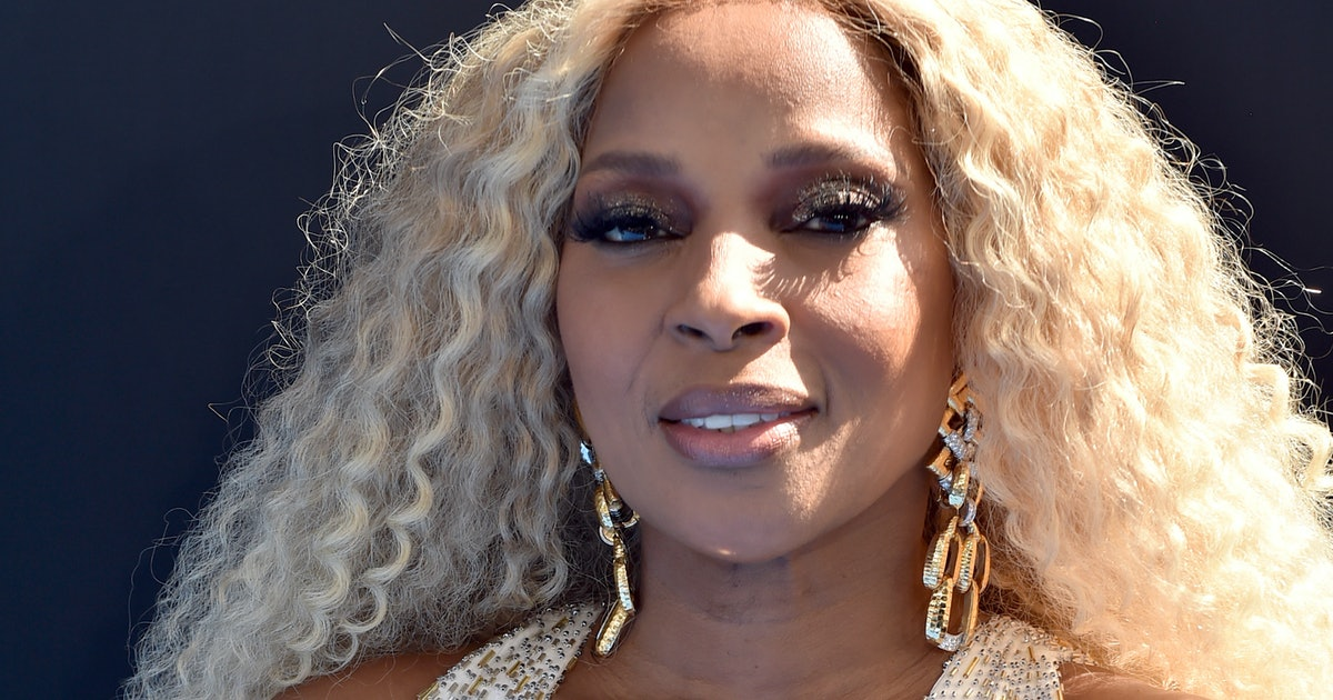 Mary J. Blige's 2019 BET Awards Looks Were All White To Honor Her Damn Self