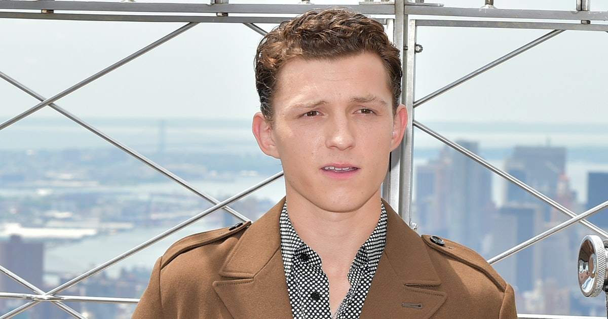 This Video Of Tom Holland Protecting A Girl Getting Mobbed By Fans Is So, So Epic