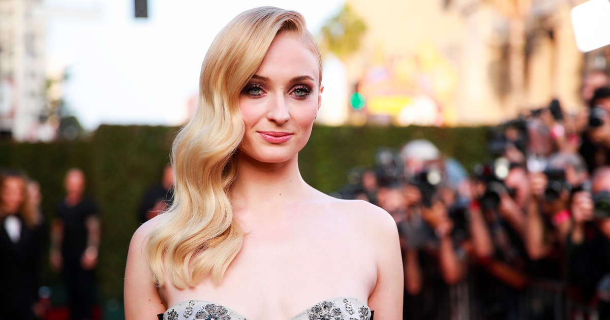 Sophie Turner's Bottle Cap Challenge Is The Most Hilarious One Yet — PHOTO