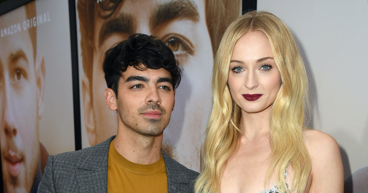 Sophie Turner & Joe Jonas' Honeymoon Photos Show The Couple Lounging In Paradise