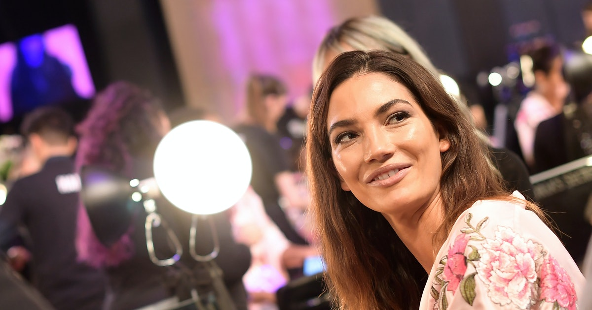 Lily Aldridge's Platinum Blonde Bob Is The Most Dramatic Hair Transformation You'll See All Summer