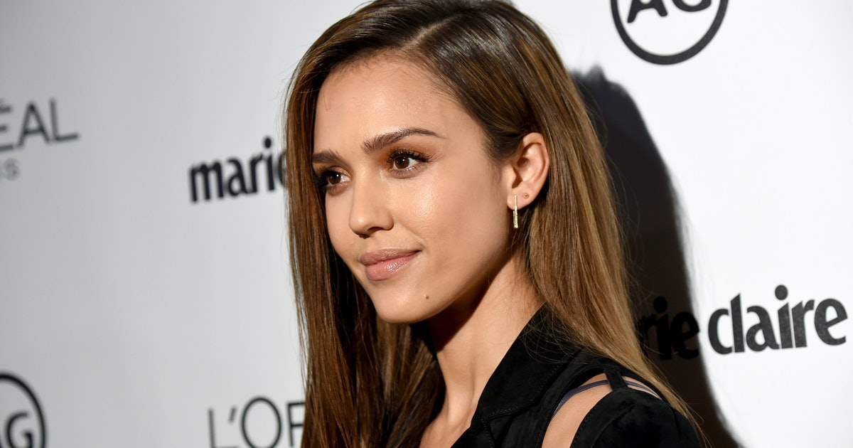 Jessica Alba's Travel Style Includes The Most Unlikely Style Duo