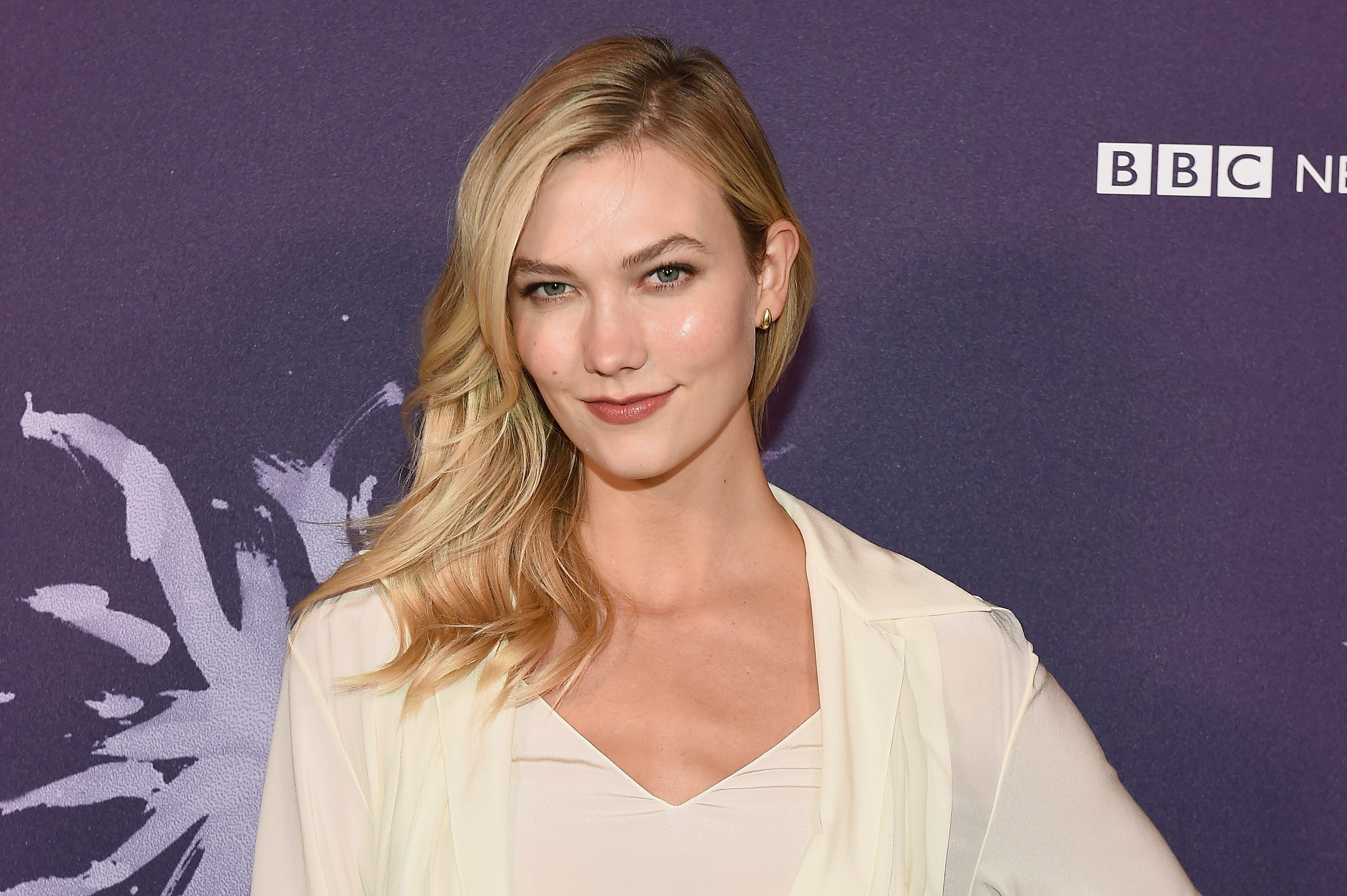 Karlie Kloss Blue Suit Is The Quintessential Summer Work Outfit