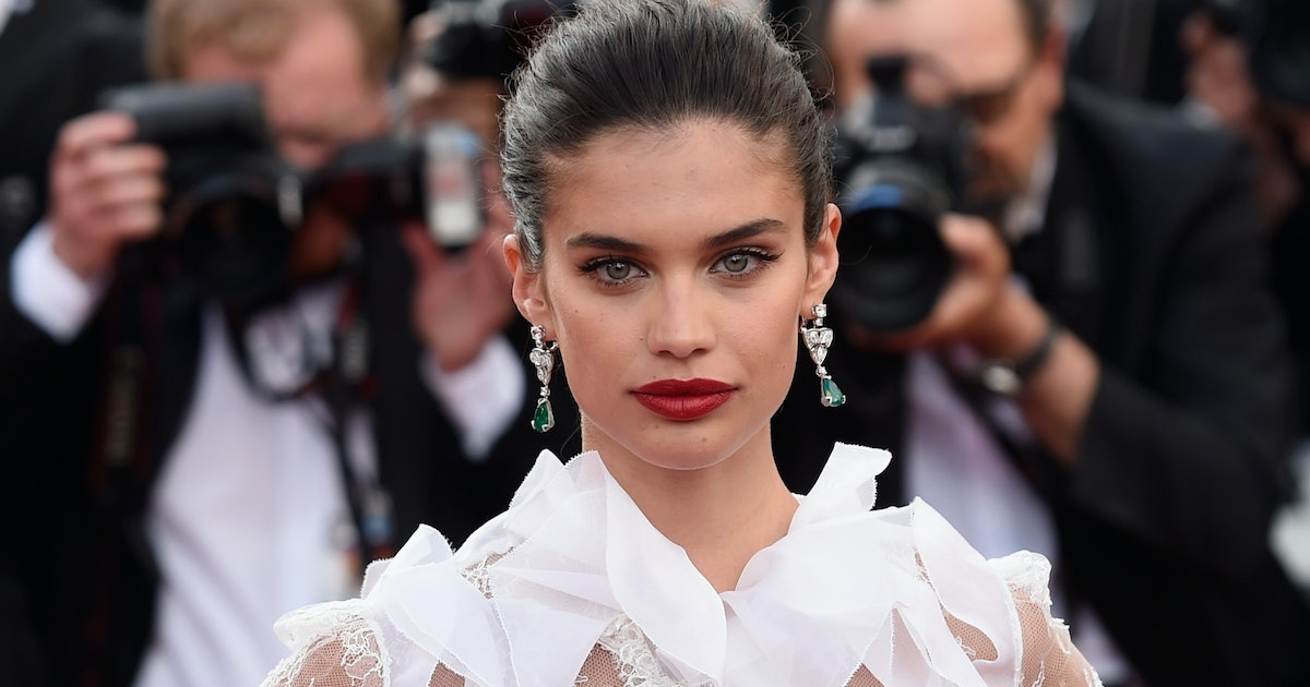 Sara Sampaio's Makeup For The Armani PRIVE Show Is Perfect For The Summer Wedding Circuit — EXCLUSIVE
