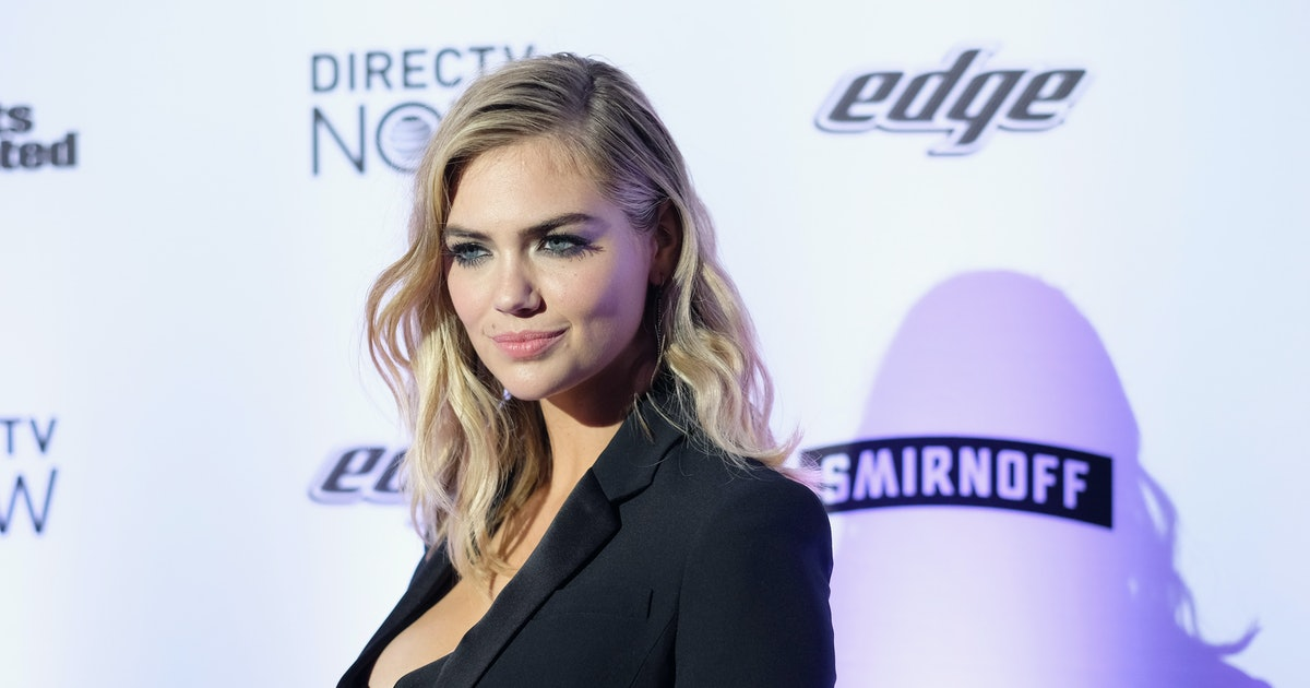 Kate Upton's White Sneakers Are Taking Hollywood By Storm
