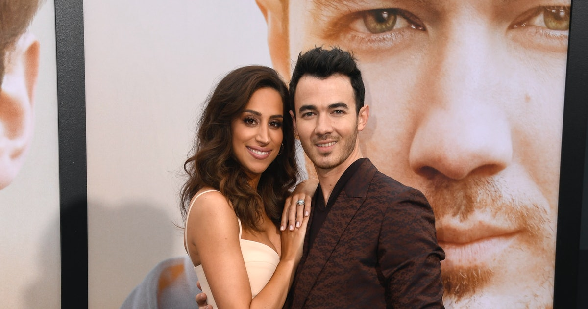 Kevin Jonas' Daughters Supported Their Dad With Custom Concert Outfits — PHOTO