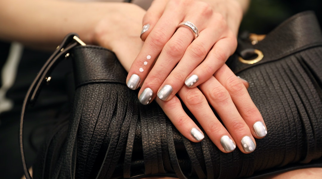 5 Dip Powder Nail Design Ideas To Try If You Like Simple Chic Art