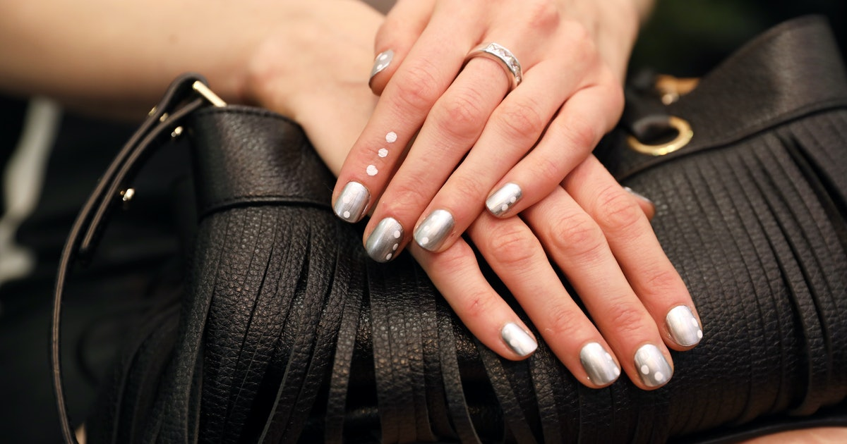 5 Dip Powder Nail Design Ideas To Try If You Like Simple (& Chic) Art
