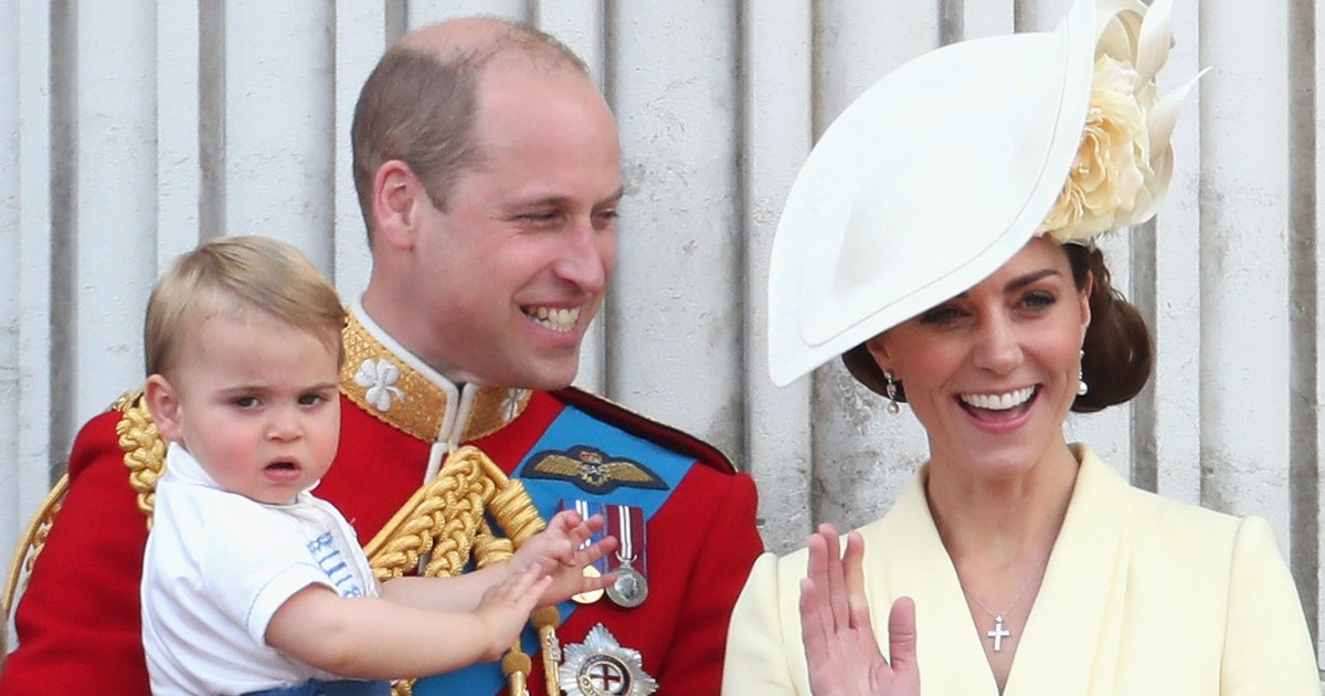 Kate Middleton Flew Commercial With Her Kids & Prince William Because She's A Thrifty Royal Mom