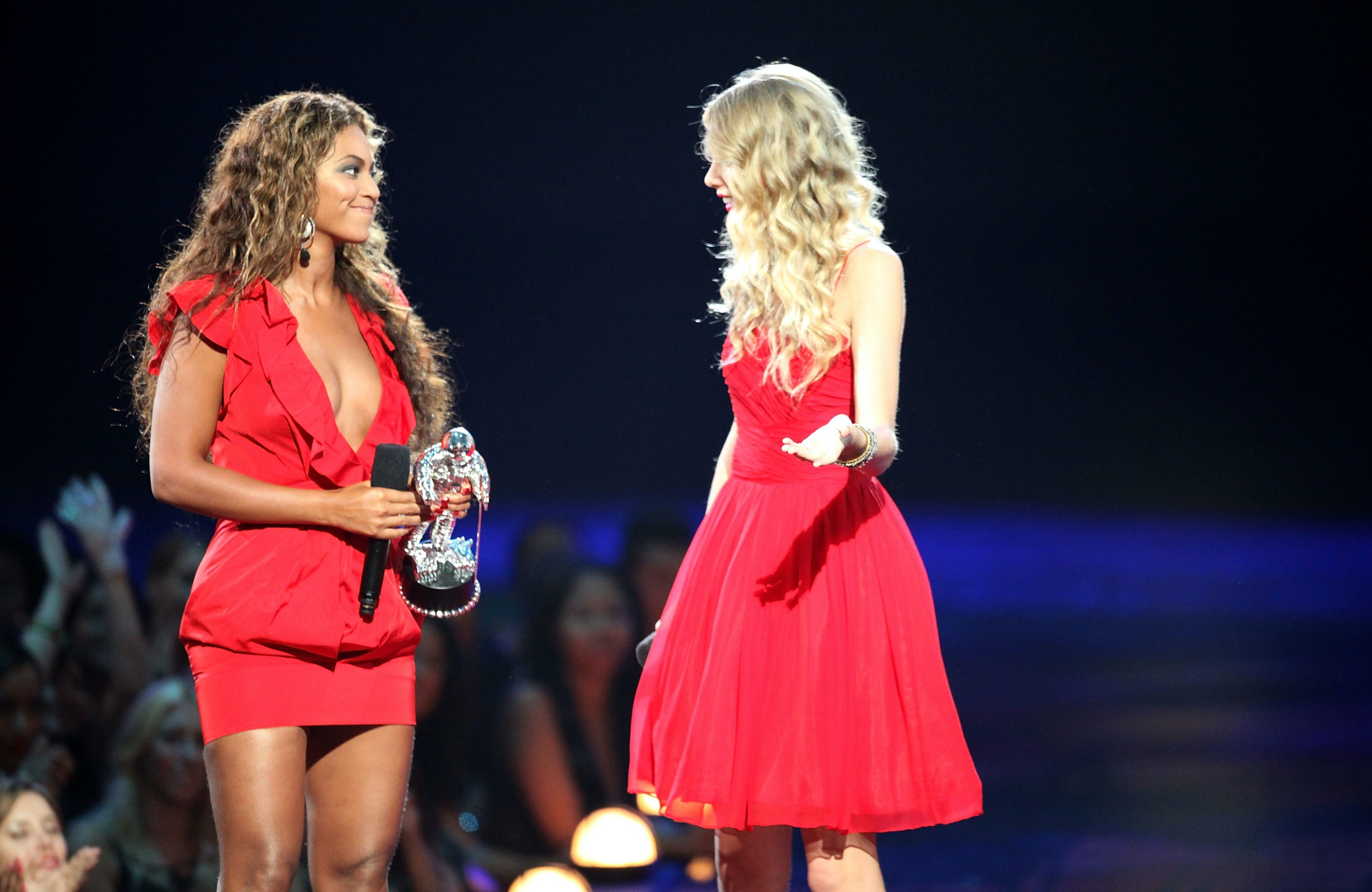 Beyonce S Reaction To Kanye West Interrupting Taylor Swift At The 2009 Vmas Was Really Emotional