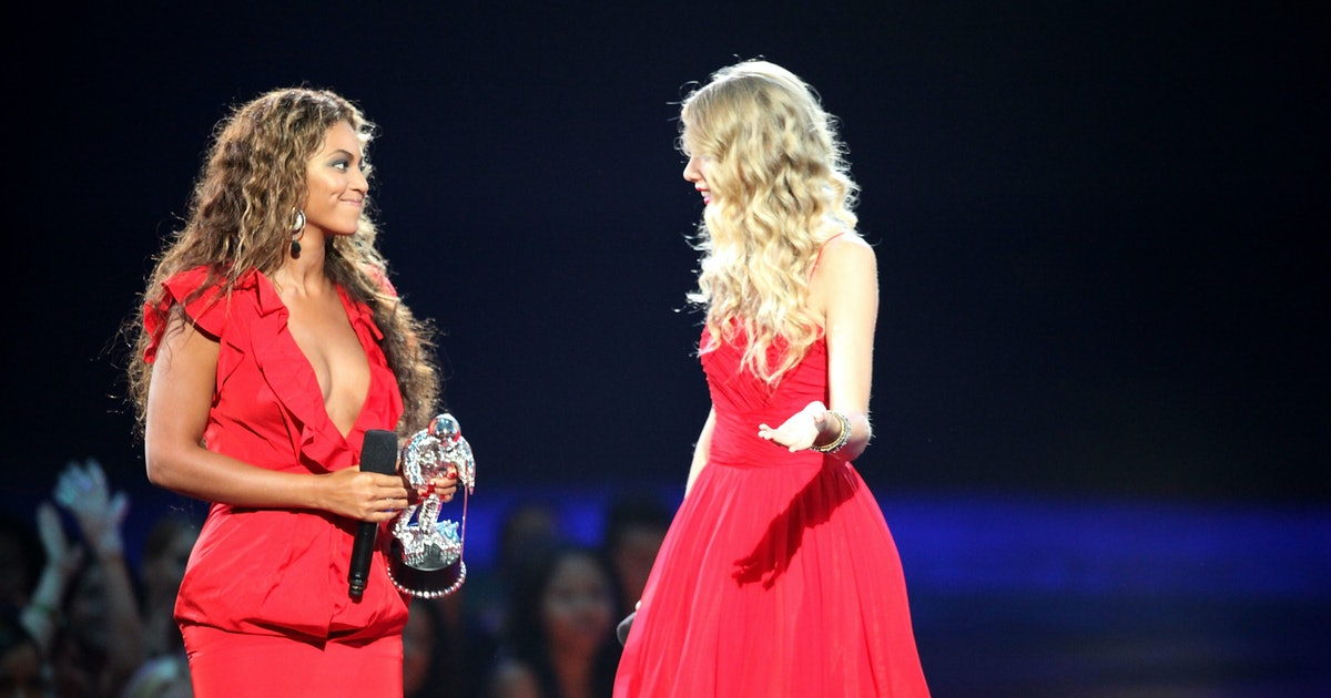 Beyoncé's Reaction To Kanye West Interrupting Taylor Swift At The 2009 VMAs Was Really Emotional