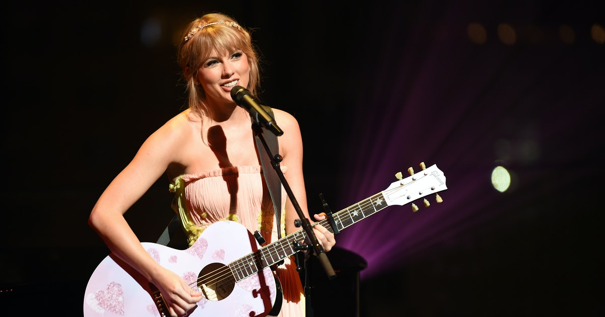 This One 'Lover' Easter Egg Connects Taylor Swift's New Album To 'Red' & Fans Are EMOTIONAL