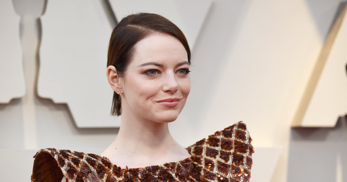 Photo Of Emma Stone As Cruella De Vil Has Twitter Obsessed With Her Punk Rock Style