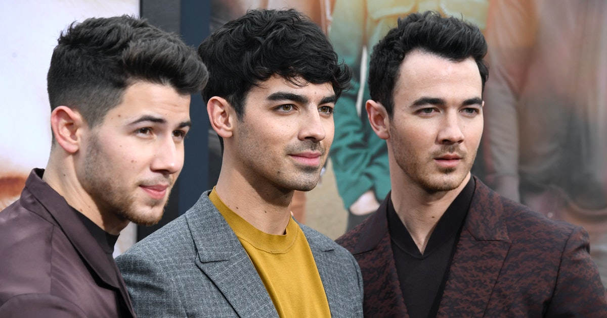 Tweets About Kevin Jonas' Face Getting Blocked On The VMAs Red Carpet Are Filled With So Much Disappointment