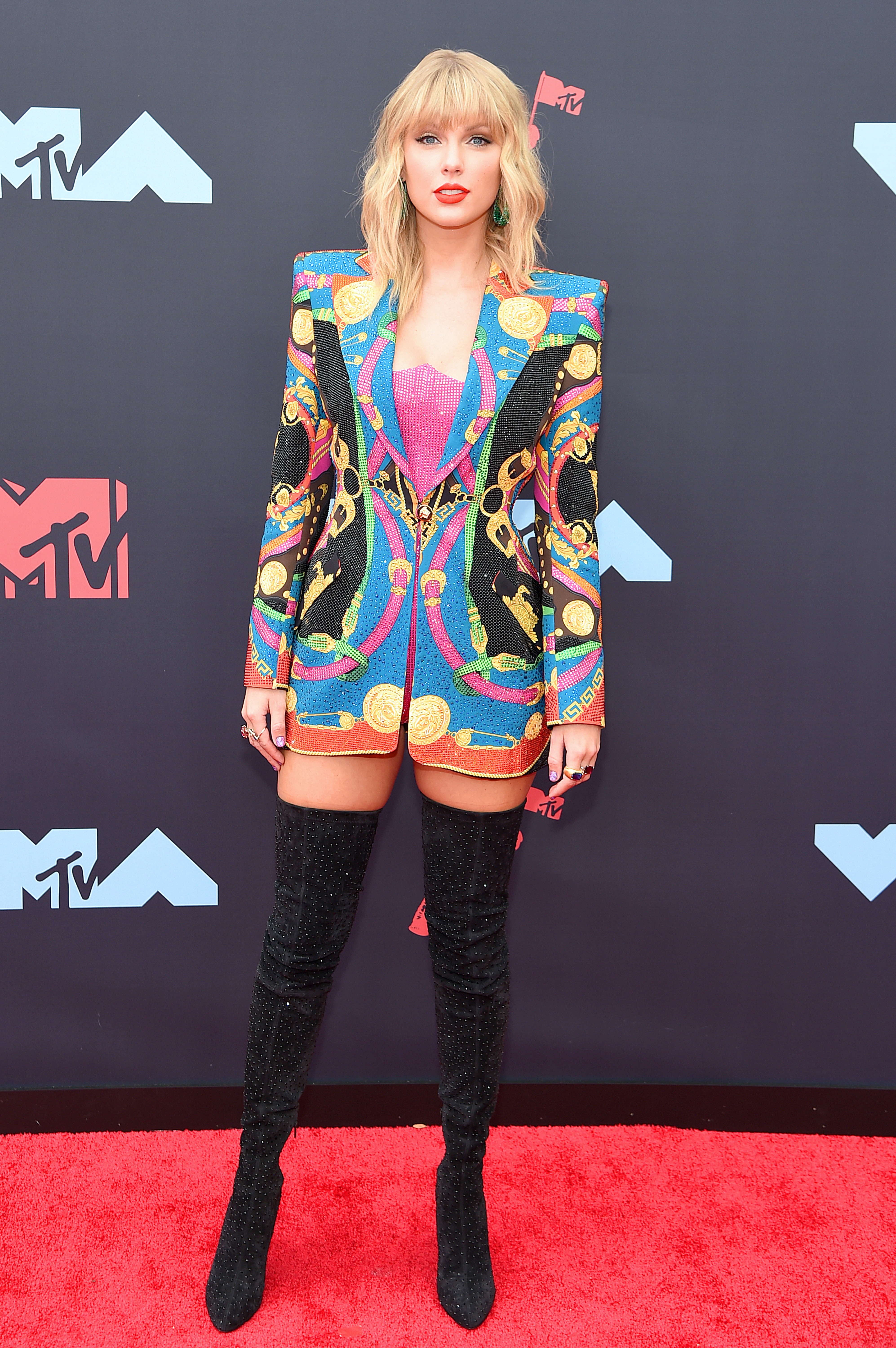 Taylor Swift S 2019 Mtv Vmas Outfit Had Her Wearing Versace A Second Time In A Row