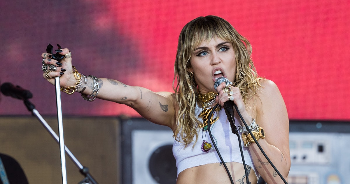 Miley Cyrus' 2019 VMAs Performance Was A Glimpse Into Her Headspace Post-Liam Hemsworth Split — VIDEO