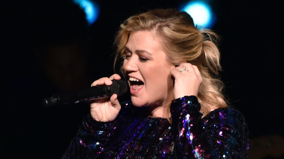 Kelly Clarkson's Ovarian Cyst Burst While Filming 'The Voice