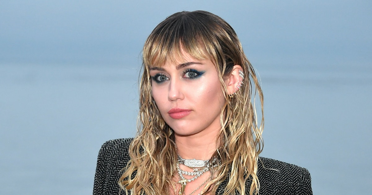 Miley Cyrus' Wide-Brim Hat Is The Perfect Segue Into Fall's Western Trend