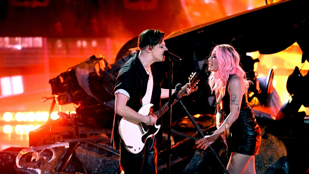 LOS ANGELES, CALIFORNIA - MARCH 14: (EDITORIAL USE ONLY. NO COMMERCIAL USE)  (L-R) Yungblud and Halsey perform on stage at the 2019 iHeartRadio Music Awards which broadcasted live on FOX at the Microsoft Theater on March 14, 2019 in Los Angeles, California. (Photo by Kevin Winter/Getty Images for iHeartMedia)