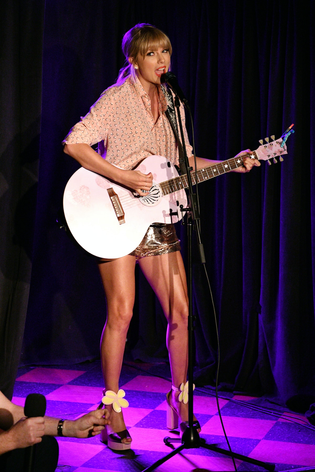 NEW YORK, NEW YORK - JUNE 14: Taylor Swift performs at AEG and Stonewall Inn's pride celebration commemorating the 50th anniversary of the Stonewall Uprising. AEG has pledged its support to SIGBI's development of an LGBTQ+ anti-bias training standard. #EqualityForAll #BetterAsOne (Photo by Bryan Bedder/Getty Images for AEG)