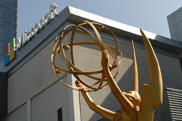 LOS ANGELES, CA - SEPTEMBER 13: An Emmy statue is placed at the entrance of the gold carpet at the entrance of Microsoft Theater for the 70th Emmy Awards on September 13, 2018 in Los Angeles, California. (Photo by Kevork Djansezian/Getty Images)